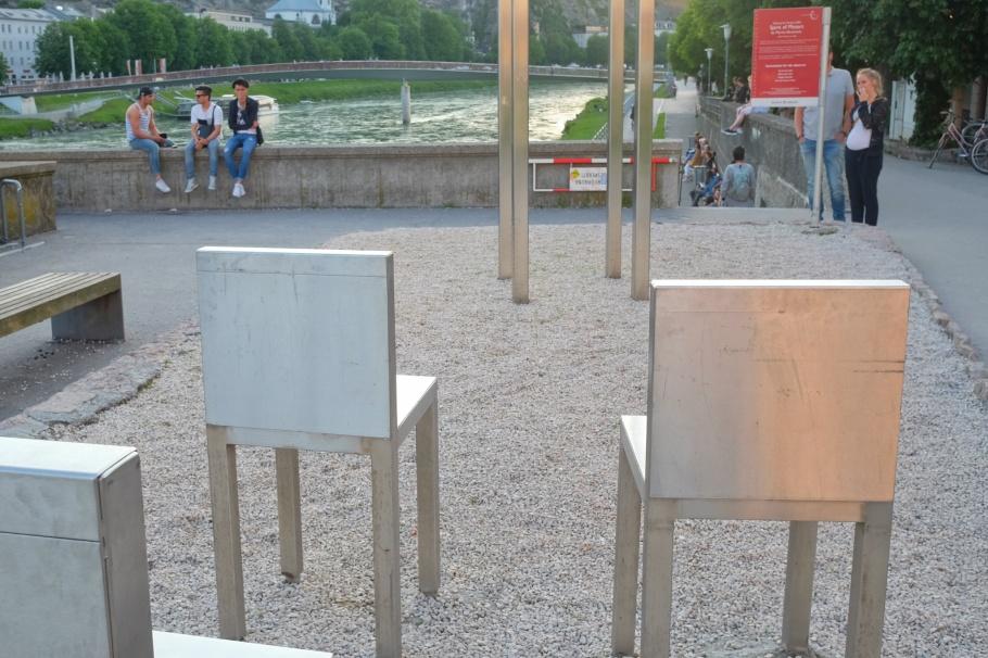 Marina Abramovic, Spirit of Mozart, Walk of Modern Art, street art, Staatsbrücke, Salzburg, Austria, Oesterreich, fotoeins.com