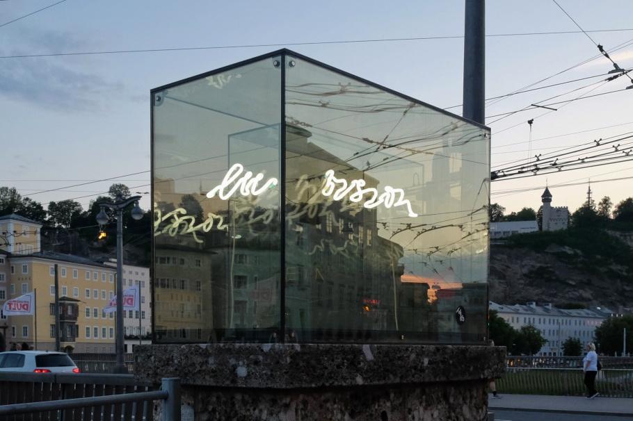 Brigitte Kowanz, Beyond Recall, Walk of Modern Art, street art, Staatsbrücke, Salzburg, Austria, Oesterreich, fotoeins.com