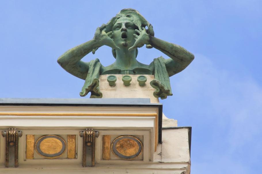 Die Ruferin, The Caller, Othmar Schimkowitz, sculpture, Musenhaus, Muse House, Medaillonshaus, Otto Wagner, Wiener Moderne, Vienna Modernism, Vienna, Wien, Oesterreich, Austria, fotoeins.com