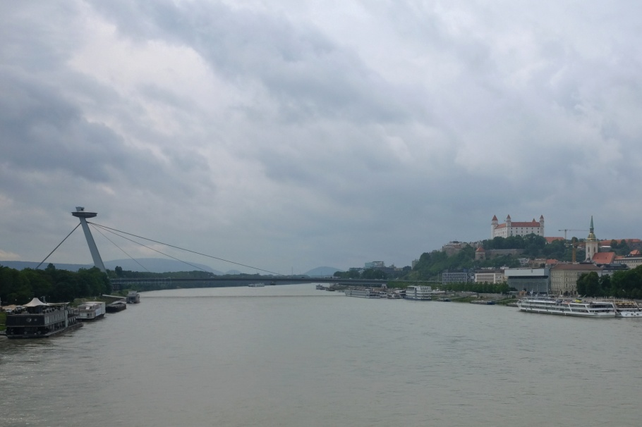 UFO Bridge, Most SNP, Bratislava Castle, Bratislavsky hrad, Danube, Bratislava, Slovakia, fotoeins.com
