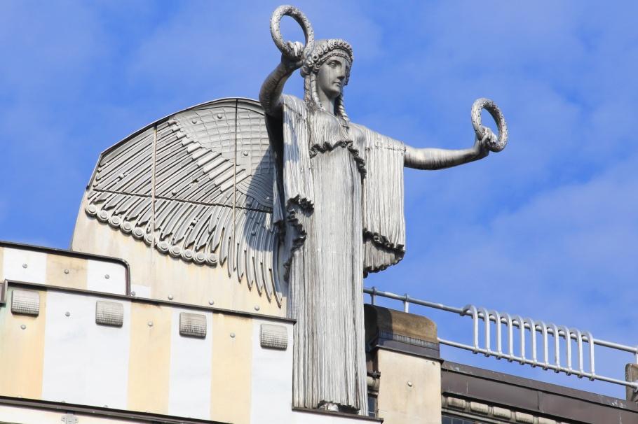 Othmar Schimkowitz angel, sculpture, Austria Post Savings Bank, Oesterreichische Postsparkasse, Otto Wagner, Wiener Moderne, Vienna Modernism, Vienna, Wien, Oesterreich, Austria, fotoeins.com