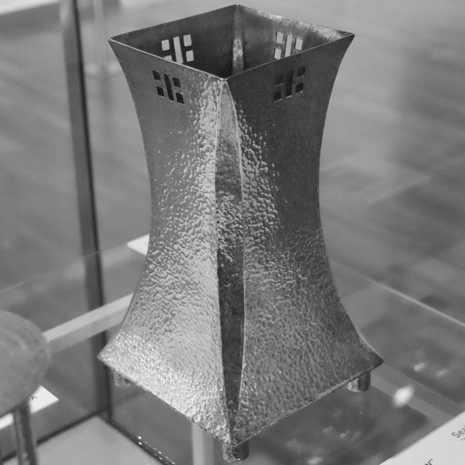 Vase, Josef Hoffmann, Wiener Werkstaette, Vienna Modernism, Wien Moderne, Wien Museum Karlsplatz, Vienna, Wien, Oesterreich, Austria, fotoeins.com