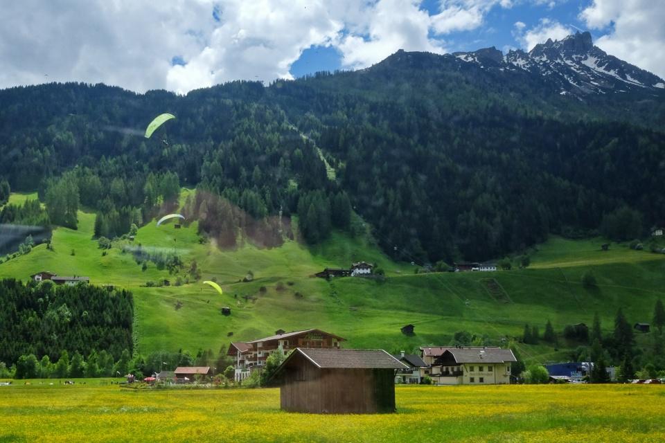 Paraglider, Neustift im Stubaital, Stubaital, Stubaier Alpen, Stubai Alps, Tirol, Tyrol, Austria, Oesterreich, fotoeins.com