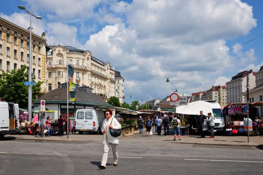 Naschmarkt, Linke Wienzeile, U4 Kettenbrueckengasse, Wiener Linien, Wiener Stadtbahn, Vienna, Wien, Oesterreich, Austria, fotoeins.com