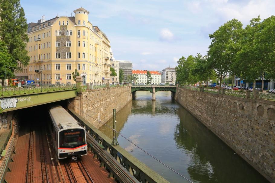 Zollamtssteg, Vienna river, Wienfluss, U4 bridge, Wiener Linien, Wiener Stadtbahn, Vienna, Wien, Oesterreich, Austria, fotoeins.com