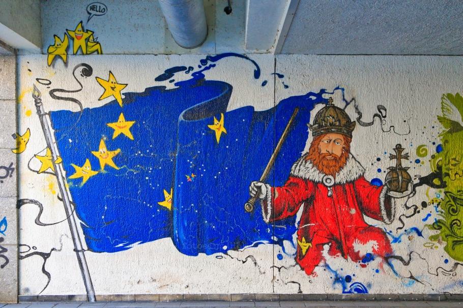 Sigismund, Holy Roman Emperor, flag of Europe, Graffiti fürs Konziljubiläum, Emin Hasirci, Alte-Rheinbrücke, Konstanz, Constance, Baden-Württemberg, Germany, Deutschland, fotoeins.com