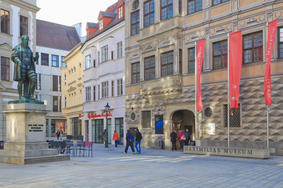 Maximilianmuseum, Fuggerplatz, Fuggerdenkmal, Augsburg, Bayern, Bavaria, Germany, Deutschland, fotoeins.com