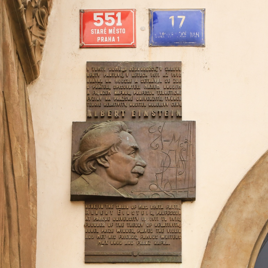 Albert Einstein, Franz Kafka, Max Brod, Dům U Kamenného beránka, At the stone lamb, Staromestske namesti, Old Town Square, Prague, Prag, Praha, Czech Republic, fotoeins.com