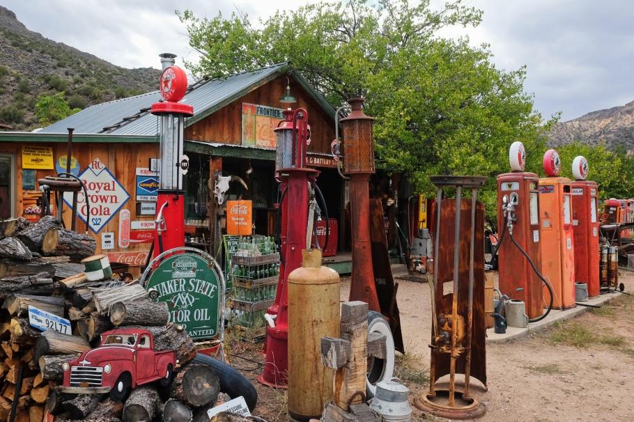 Classical Gas Museum, signage, gas station, Embudo, NM, Low Road to Taos, River Road to Taos, NM-68, USA, fotoeins.com