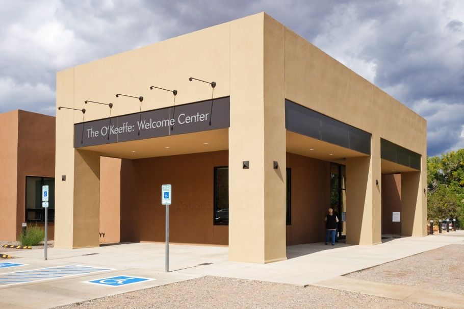 Abiquiu Inn, O'Keeffe Visitor Center, Georgia O'Keeffe Museum, Georgia O'Keeffe, Abiquiu, Santa Fe, New Mexico, USA, fotoeins.com