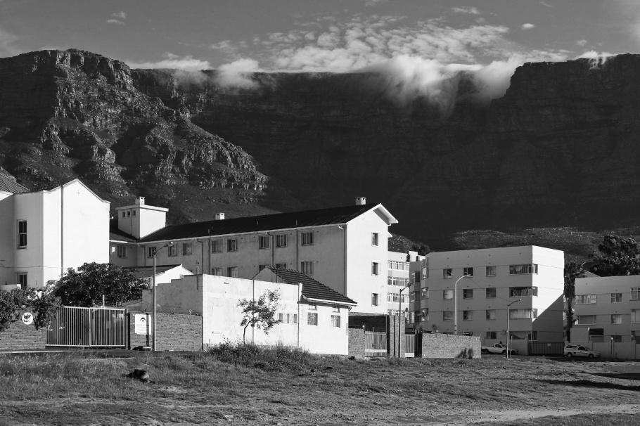 District Six, Table Mountain, tablecloth effect, Cape Town, South Africa, fotoeins, black and white, monochrome