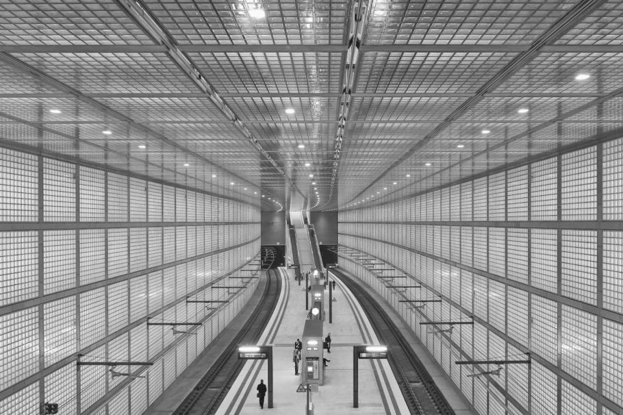 Bahnhof Wilhelm-Leuschner-Platz, S-Bahn Mitteldeutschland, S-Bahn, City Tunnel, Leipzig, Sachsen, Saxony, Germany, Deutschland, fotoeins.com, black and white, monochrome