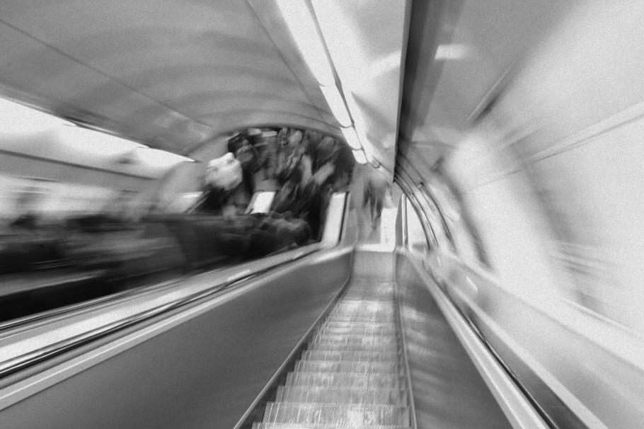 Staroměstská, stanice metra A, metro A, metro station, DPP, Prague metro, Prague, Praha, Prag, Czech Republic, fotoeins.com, black and white, monochrome