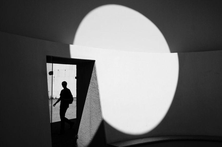 Sky-space, James Turrell, Museum der Moderne Salzburg, Salzburg Walk of Modern Art, Salzburg, Austria, Oesterreich, fotoeins.com, black and white, monochrome