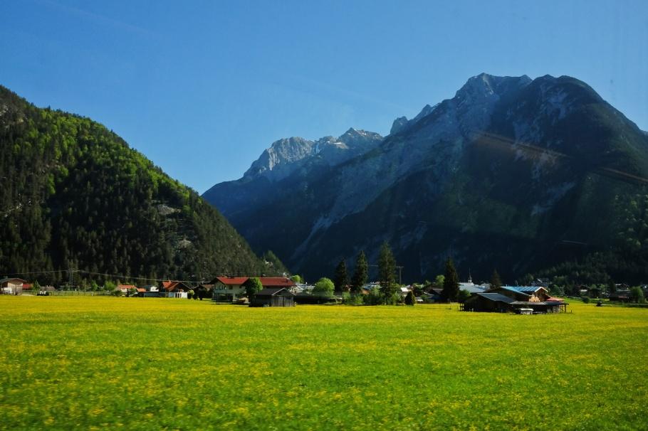S-Bahn Tyrol, Scharnitz, Rotwandlspitze, Brunnensteinspitze, Tirol, Tyrol, Austria, Oesterreich, fotoeins.com