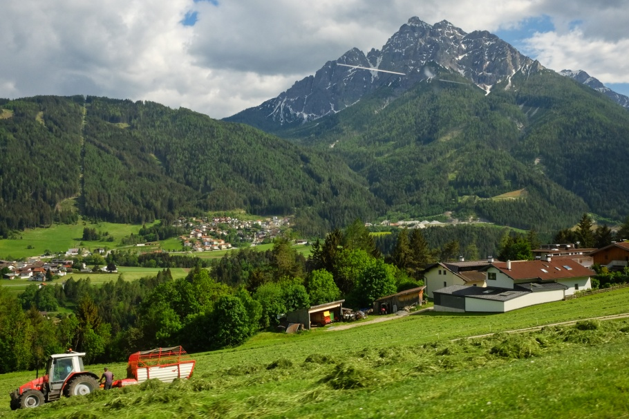 Stubaitalbahn, Telfes im Stubai, Telfes, Serles, Stubaital, Stubaier Alpen, Stubai Alps, Tirol, Tyrol, Austria, Oesterreich, fotoeins.com