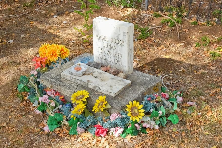 Mabel Dodge Luhan, Kit Carson Memorial Cemetery, Kit Carson Park, Taos, New Mexico, USA, fotoeins.com