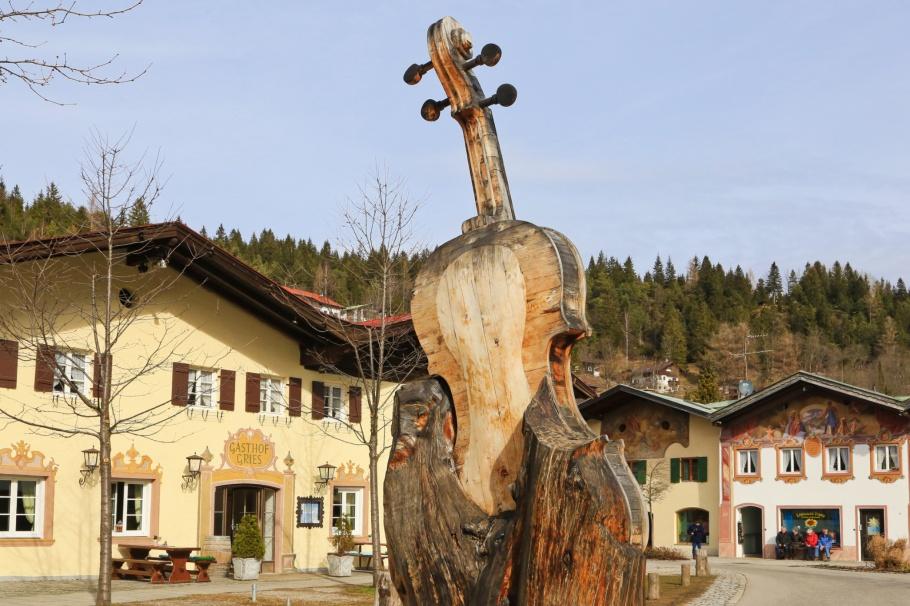 Geigenbaum, violin, sculpture, Im Gries, Mittenwald, Oberbayern, Bayern, Upper Bavaria, Bavaria, Germany, Deutschland, fotoeins.com