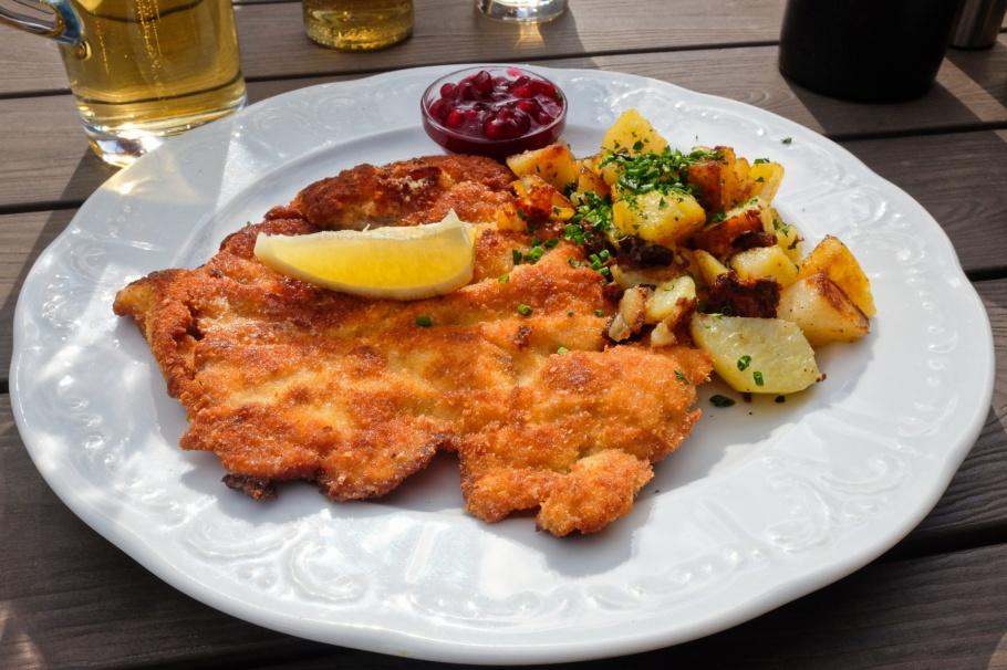 Wiener Schnitzel vom Kalb, Gasthof Pension Jägerwirt, Scheffau, Wilder Kaiser, Tirol, Tyrol, Austria, Österreich, fotoeins.com