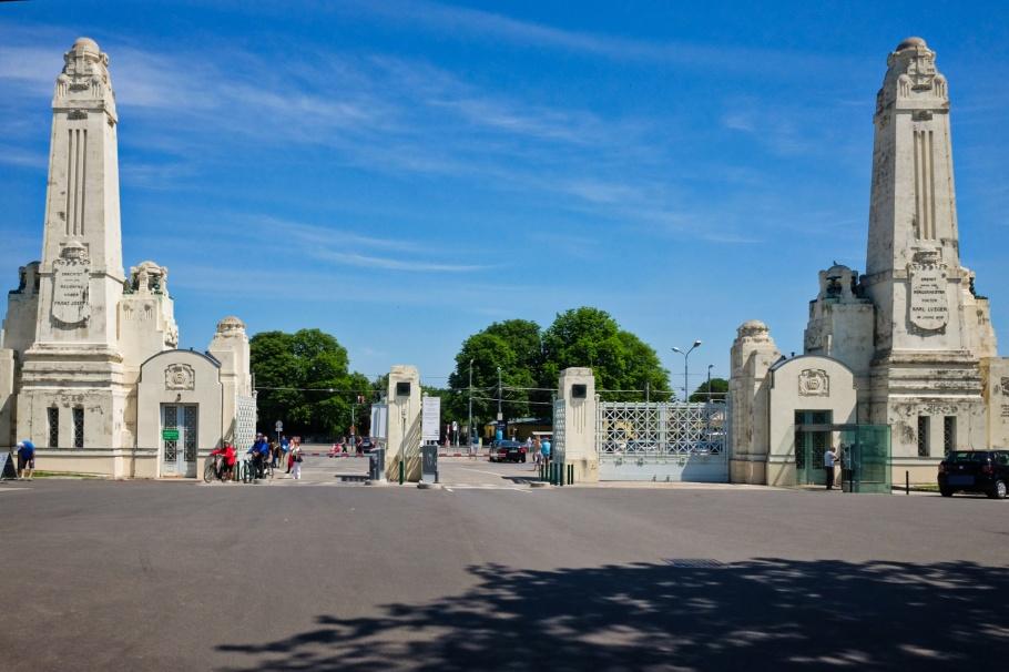 Tor 2., Wiener Zentralfriedhof, Wien, Vienna, Austria, Österreich, fotoeins.com