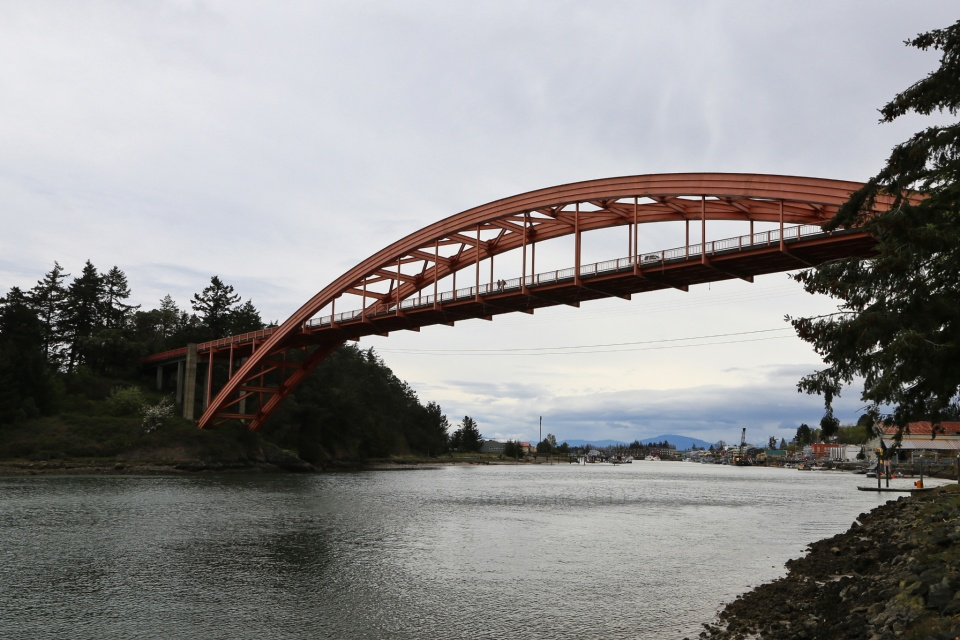 Rainbow Bridge, Fidalgo Island, Swinomish Clannel, Salish Sea, Skagit County, La Conner, Washington, USA, fotoeins.com