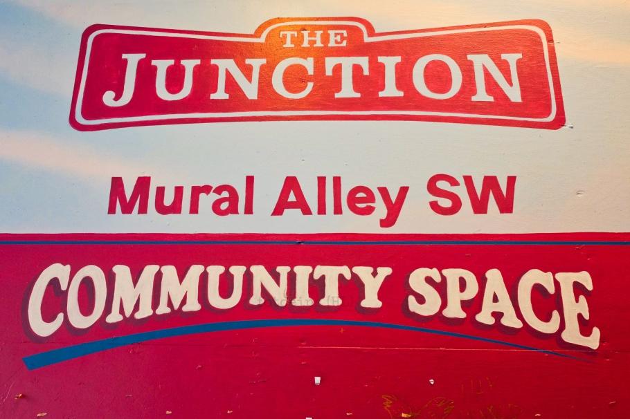 Mural Alley SW, The Junction, West Seattle, Seattle, Washington, USA, fotoeins.com