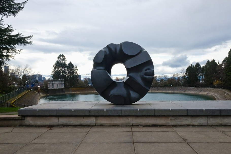 Black Sun, Isamu Noguchi, Volunteer Park, Capitol Hill, Seattle, WA, USA, fotoeins.com