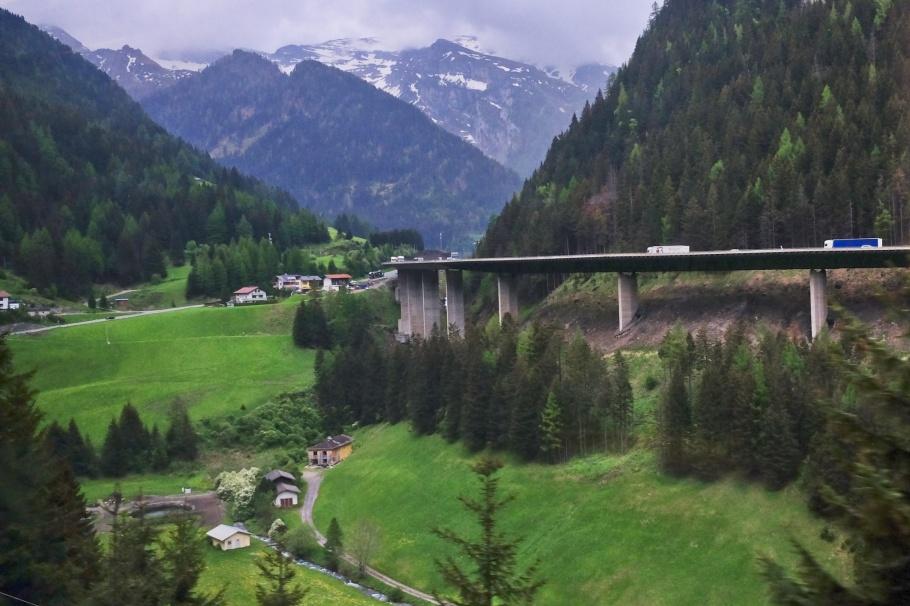 Fischzucht Vötter, Lueg, Gries am Brenner, Brennerbahn, S-Bahn Tirol, Brenner Pass, Wipptal, Tirol, Tyrol, Austria, Oesterreich, fotoeins.com