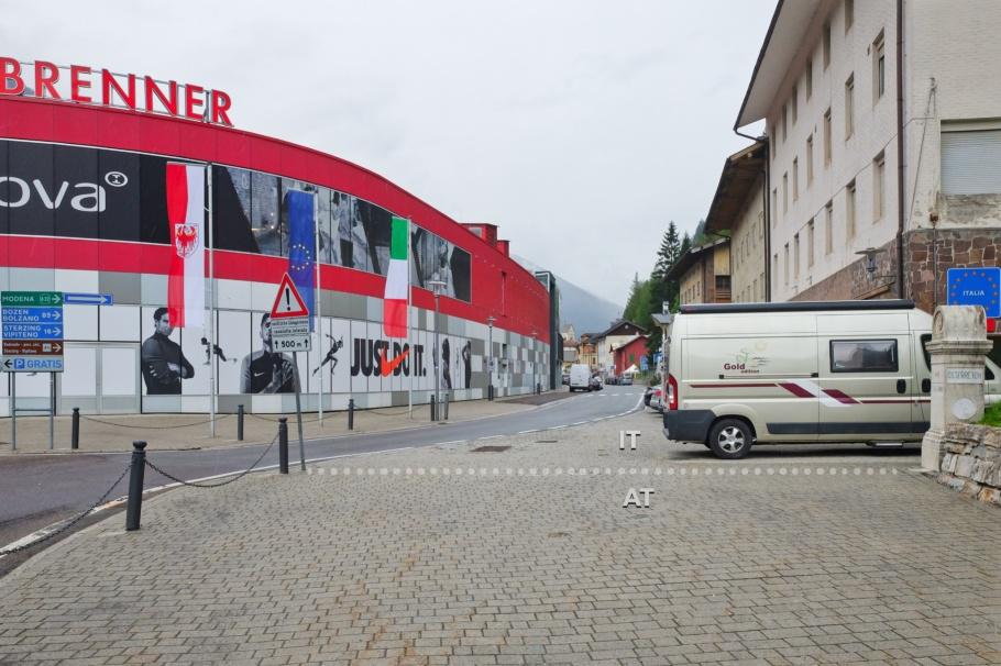 Brenner Pass, Border, Staatsgrenze, Confine di Stato, Brenner, Tirol, Tyrol, Austria, Österreich, Brennero, Bolzano, South Tyrol, Italy, Italia, fotoeins.com