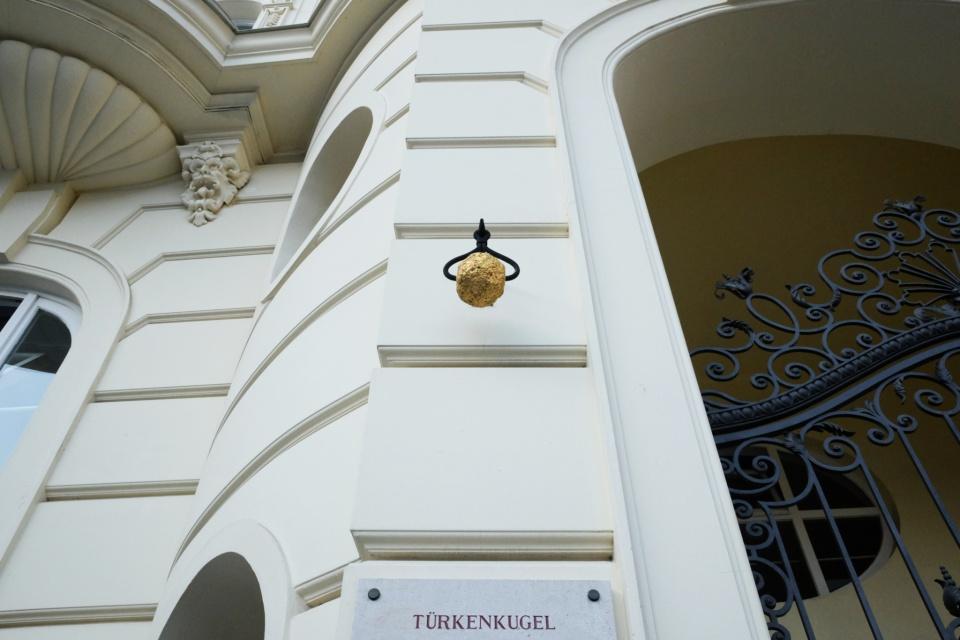 Türkenkugel, Ottoman cannonball, Am Hof, Wien, Vienna, Austria, Österreich, fotoeins.com