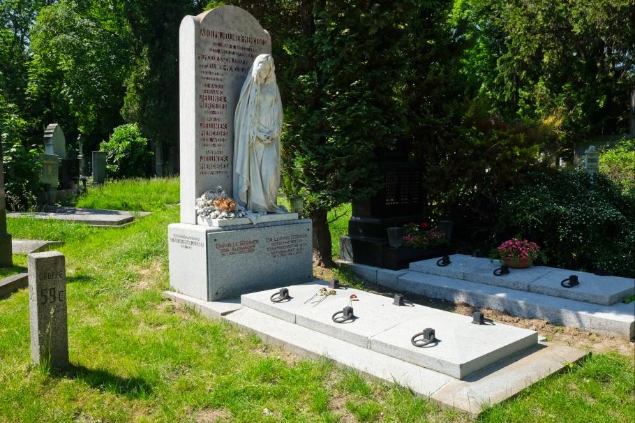 Wiener Zentralfriedhof, Wien, Vienna, Austria, Oesterreich, fotoeins.com