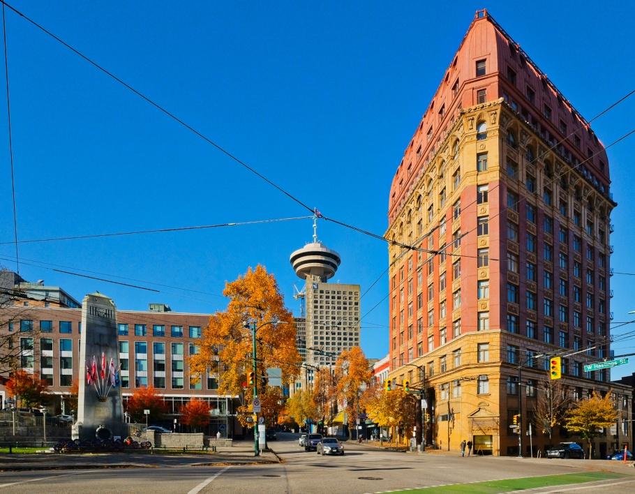 Victory Square, Cenotaph, Dominion Trust building, Vancouver, BC, Canada, fotoeins.com