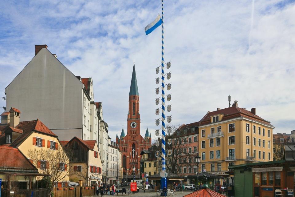 Maibaum, Kirche St. Johann Baptist, Wiener Platz, Au-Haidhausen, Muenchen, Munich, Bayern, Bavaria, Germany, Deutschland, fotoeins.com