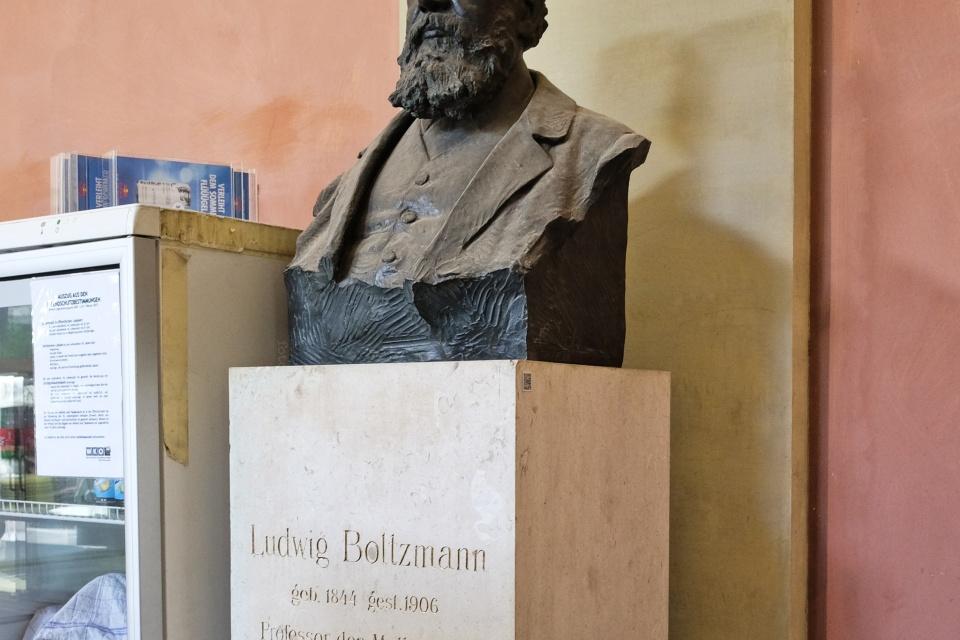 Ludwig Boltzmann, Arkadenhof, Universitaet Wien, University of Vienna, physicist, physics, Vienna, Wien, Oesterreich, Austria, fotoeins.com