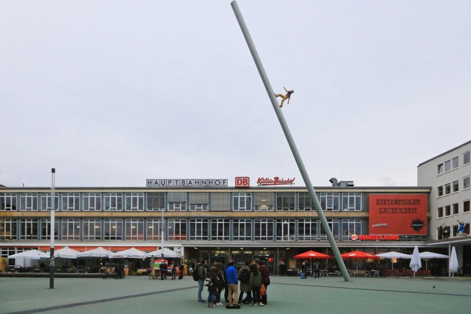 Man Walking to the Sky, Jonathan Borofsky, documenta 9, Kassel Hauptbahnhof, documenta, Kassel, Hesse, Hessen, Germany, Deutschland, fotoeins.com