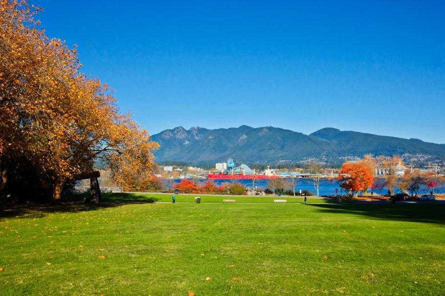 Lumberman's Arch, χʷay̓χʷəy̓, Musqueam, X̱wáy̓x̱way, Squamish, Stanley Park, Burrard Inlet, Vancouver, BC, Canada, fotoeins.com